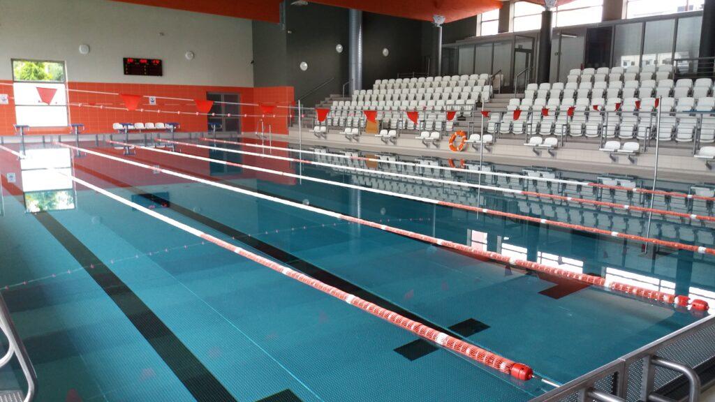 Zdjęcie przedstawia tor pływacki