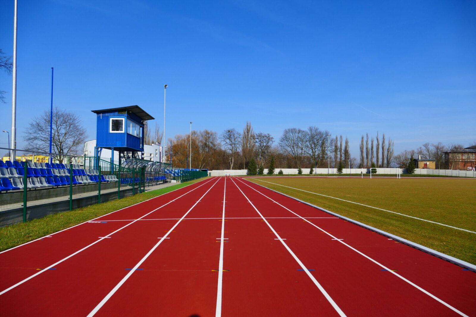 Bieżnia lekkoatletyczna na Stadionie Miejskim w Międzyrzeczu.